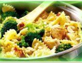 курица с макаронами и броколли