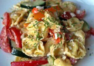салат с макаронами или пельменями
