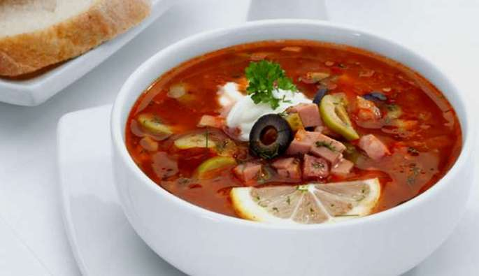 солянка овощная с копченой колбасой