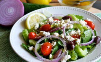 греческий салат со слабосоленой сельдью