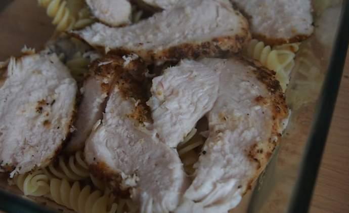 Куриное филе на запеканке
