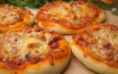 Школьная пицца с колбасой и сыром