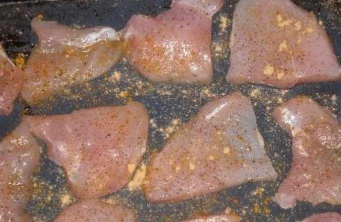 Куриное филе под сыром с помидорами приготовление