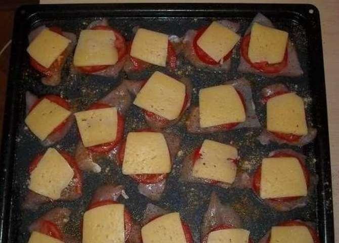 Запекание куриного филе с помидорами и сыром в духовке