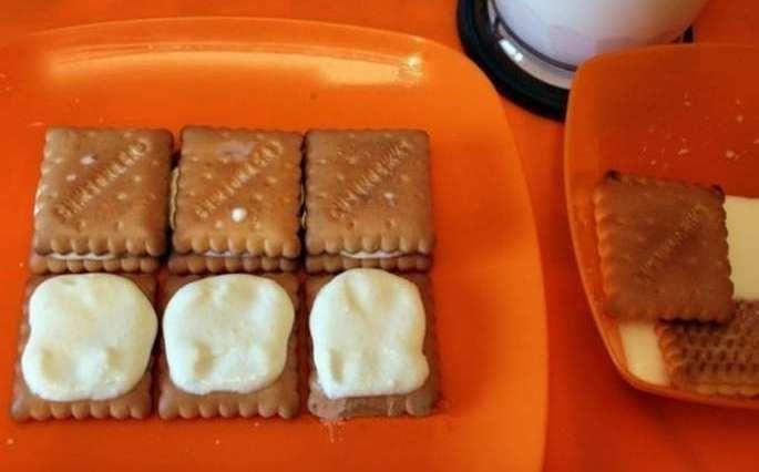 Приготовление торта из печенья с творогом