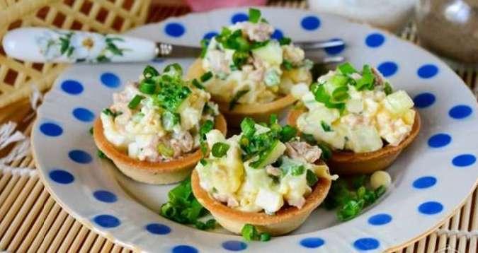 Салат с печенью трески в тарталетках