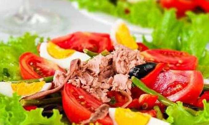 Диетический салат с печенью трески