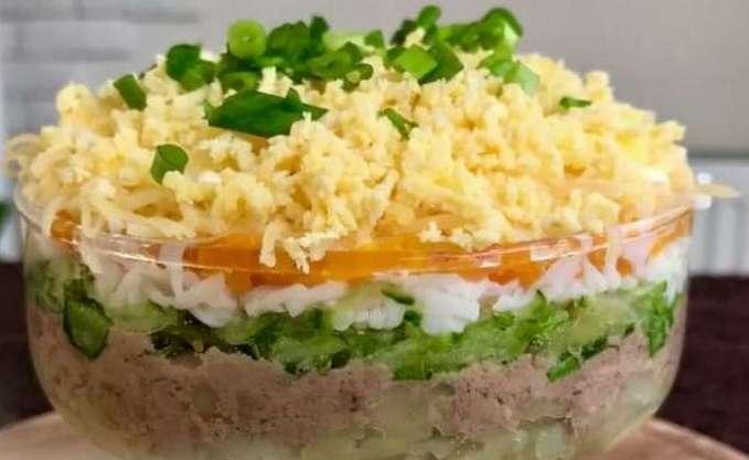 Салат с тресковой печенью и куриной грудкой