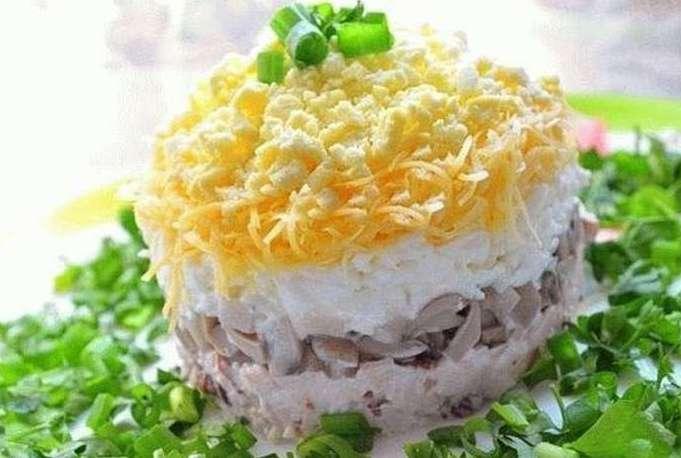 Салатик с треской, рисом и сметаной