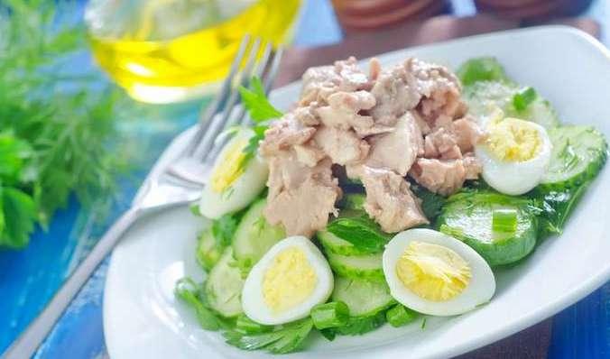 Салат из печени трески с огурцом