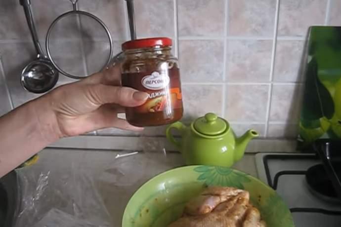 Курица в духовке целиком с хрустящей корочкой - как запечь курицу в духовке, чтобы она была вкусной и сочной