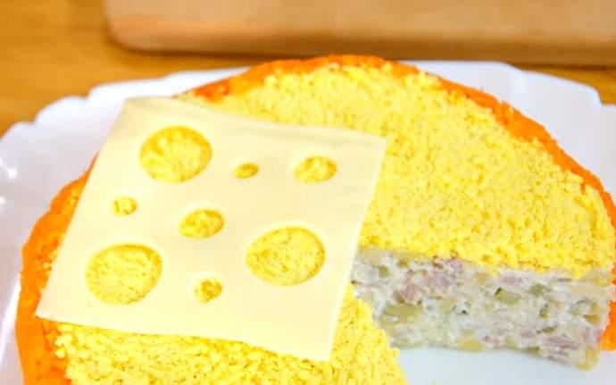 украшаем салат сыром