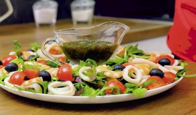 Салат из морепродуктов к Новому году