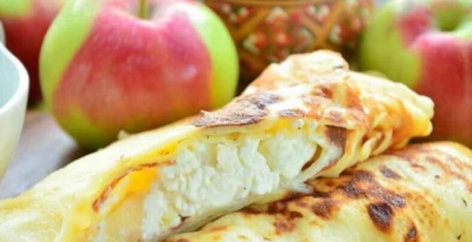 блинчики, фаршированные яблоками и творогом