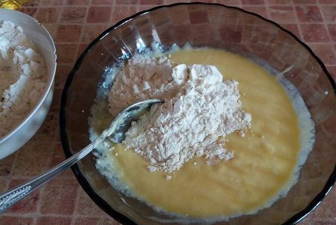 замешиваем тесто на оладьи