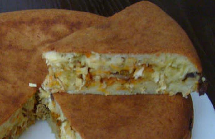 пирог из заливного теста с курицей в мультиварке готов