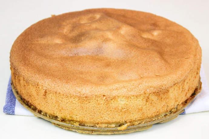 достаем пирог из формы