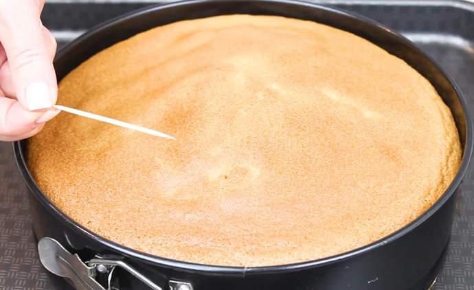 проверяем готовность пирога