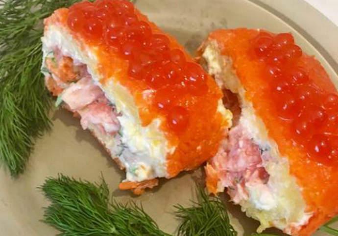 """Бесподобно вкусный салат-рулет """"Царский"""" с красной рыбой и красной икрой"""