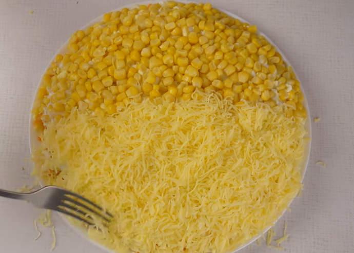 слой сыра и кукурузы