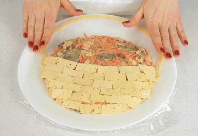 накрываем салат пищевой пленкой