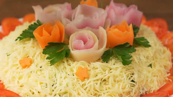 украшаем салат морковкой