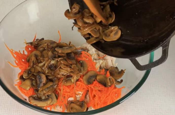 выкладываем продукты в миску