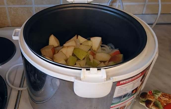 жарим яблоки с луком