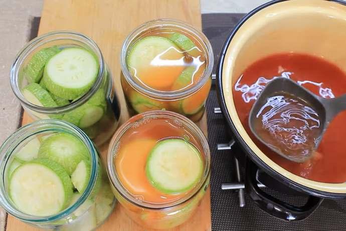 Кабачки в кетчупе на зиму — обалденный рецепт заготовки