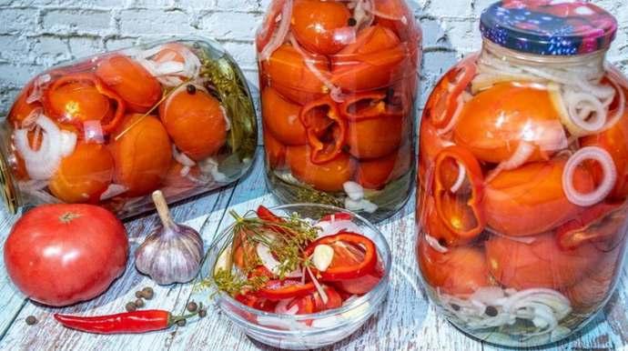 Маринованные помидоры с луком и болгарским перцем – рецепт пальчики оближешь