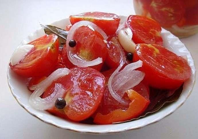 помидоры долькам с луком
