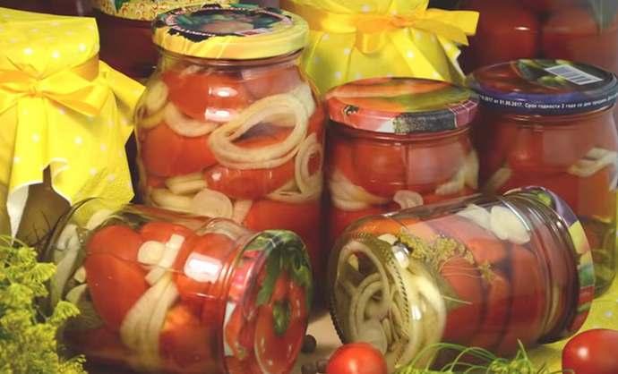 Обалденно вкусные маринованные помидоры, резанные дольками с луком на зиму – рецепт пальчики оближешь