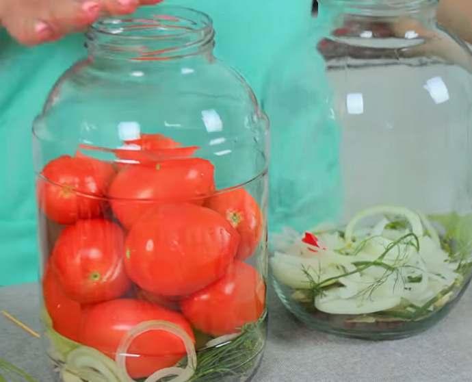 Маринованные помидоры с болгарским перцем и луком на зиму